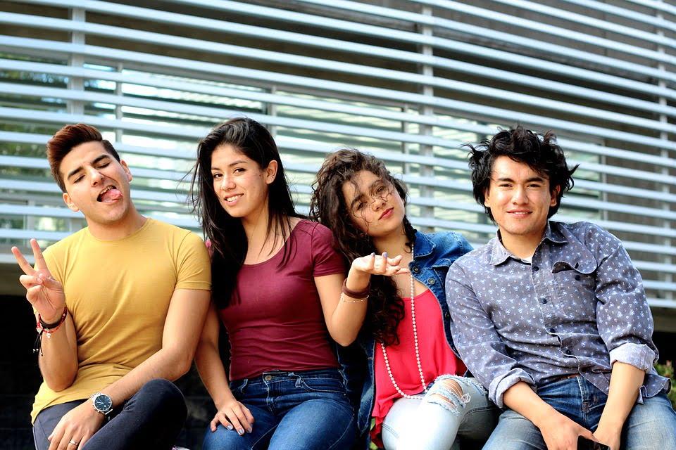 Czwórka młodych ludzi